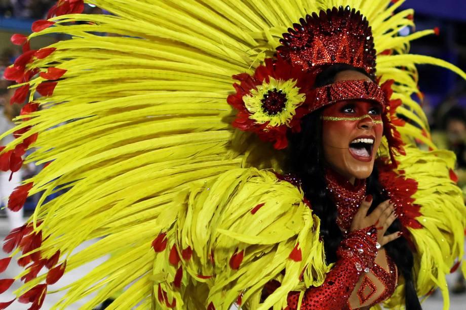 A rainha de bateria da São Clemente, Raphaela Gomes, durante desfile na Marquês de Sapucaí - 11/02/2018
