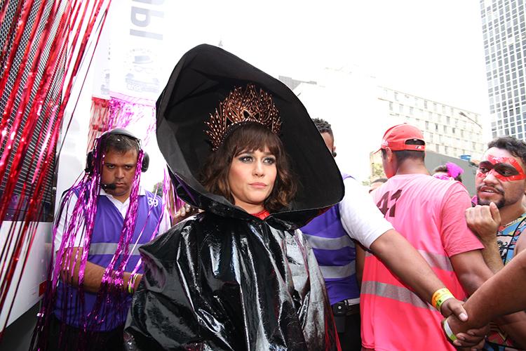 Alessandra Negrini participa do bloco Acadêmicos do Baixo Augusta, em São Paulo (SP), durante o pré-Carnaval paulistano - 04/02/2018