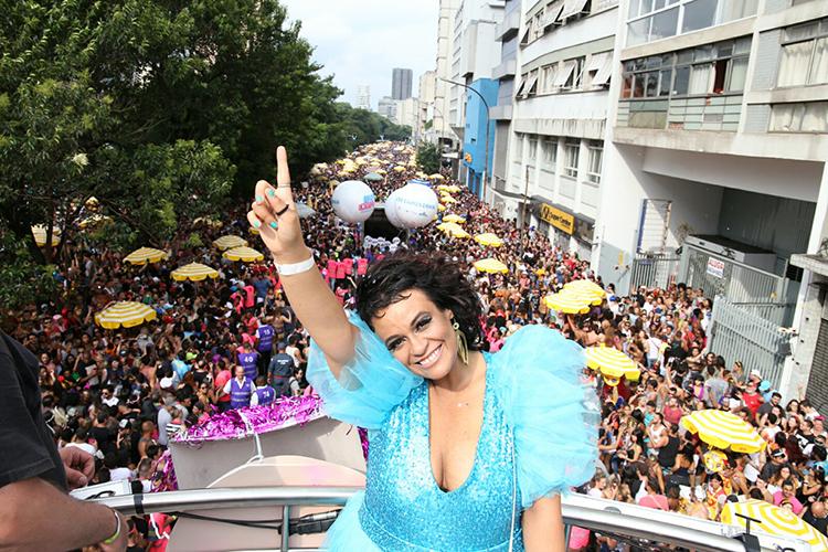 A cantora Tulipa Ruiz participa do bloco Acadêmicos do Baixo Augusta, em São Paulo (SP), durante o pré-Carnaval paulistano - 04/02/2018