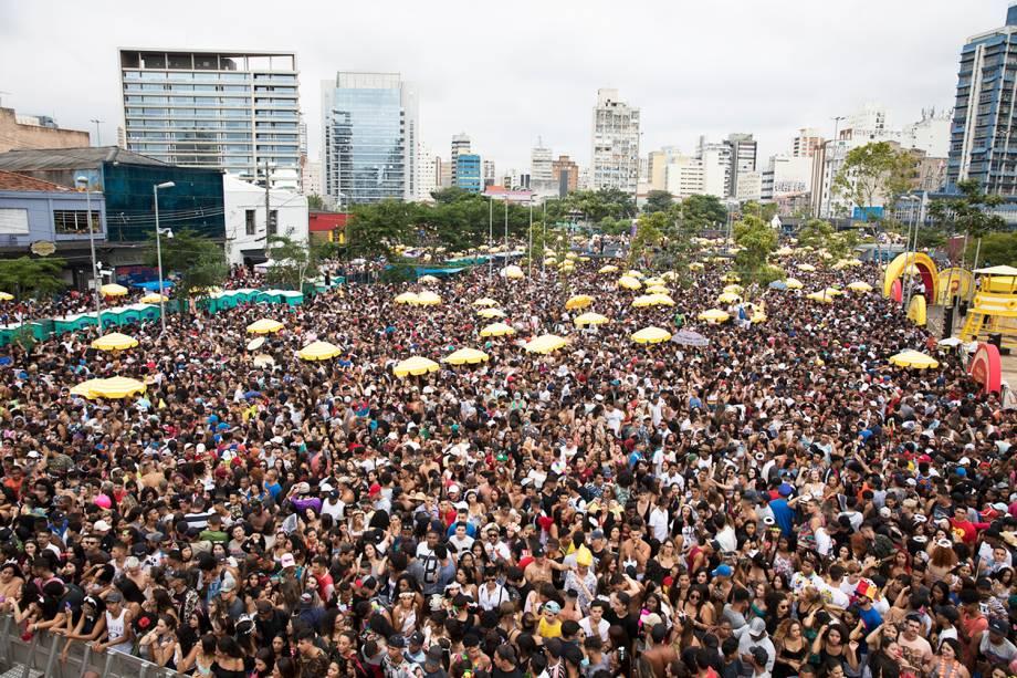 Multidão acompanha o 'Bloco da Favorita', na região da Largo da Batata, zona oeste de São Paulo (SP) - 03/02/2018