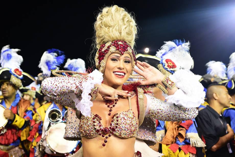 Lívia Andrade, madrinha de bateria da Império de Casa Verde, durante desfile no Sambódromo do Anhembi - 11/02/2018