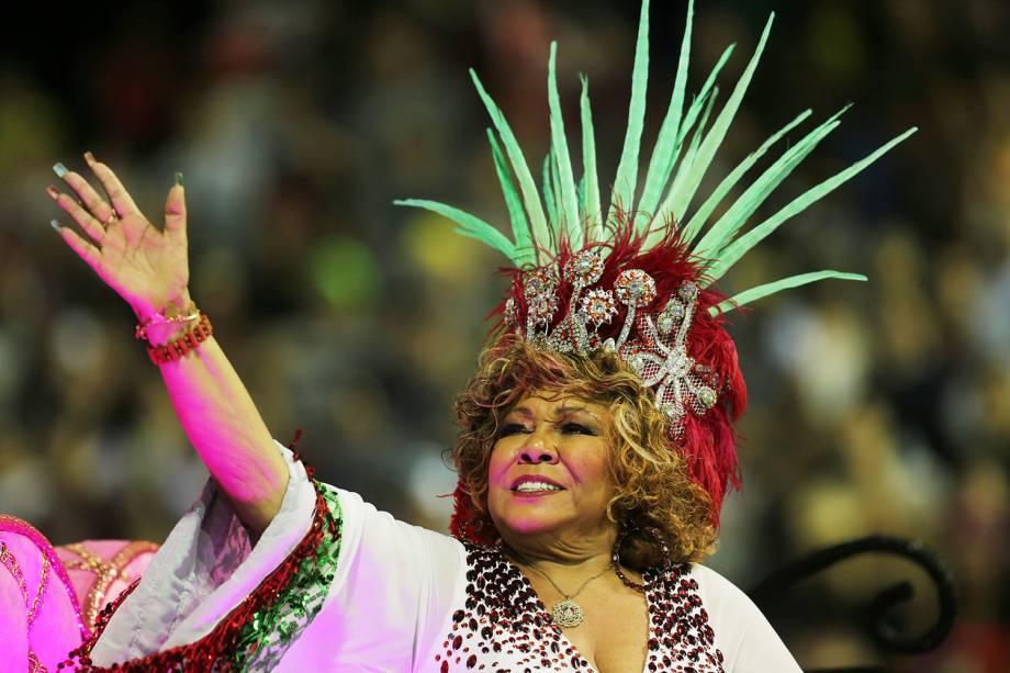 A cantora Alcione é homenageada pela escola de samba Mocidade Alegre, durante a segunda noite de desfiles do Carnaval paulistano - 11/02/2018