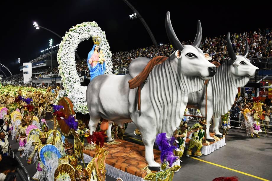 A escola de samba Vai-Vai é a quarta a desfilar no Sambódromo do Anhembi, durante a segunda noite do Carnaval paulistano - 11/02/2018