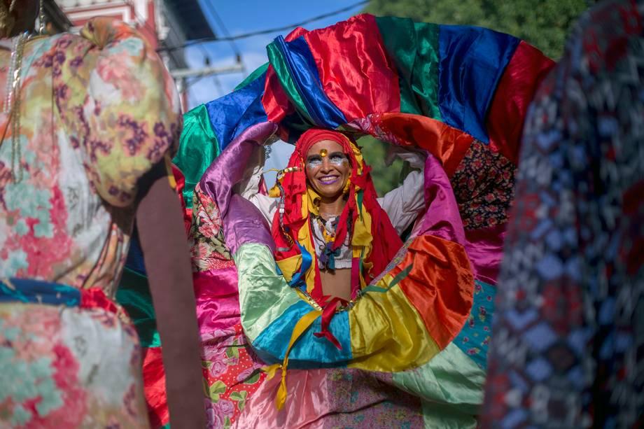 Bloco Céu na Terra anima foliões no bairro de Santa Tereza, no Rio de Janeiro (RJ), durante o pré-Carnaval carioca - 03/02/2018
