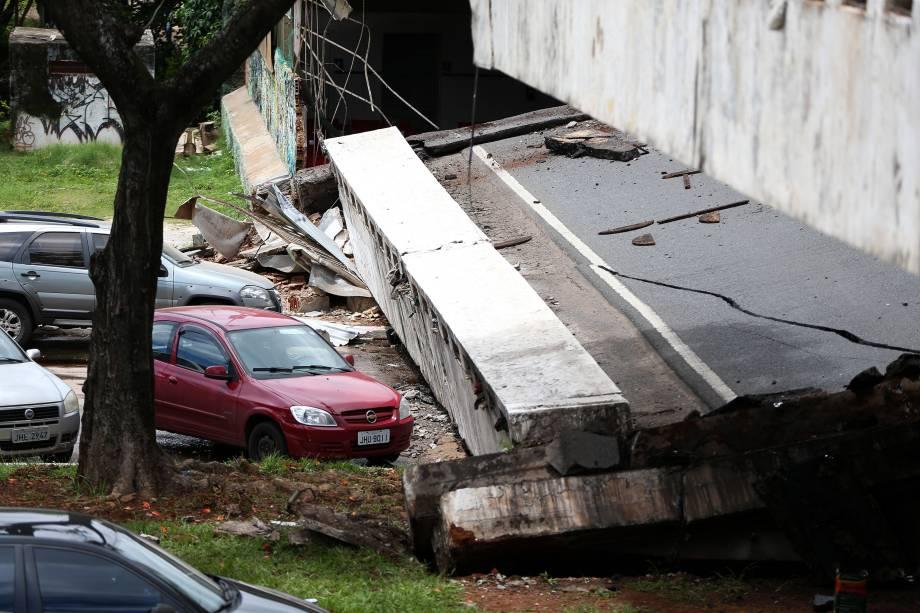 Parte de um viaduto desabou por volta do meio-dia no Eixão Sul, na área central da capital federal - 06/02/2018