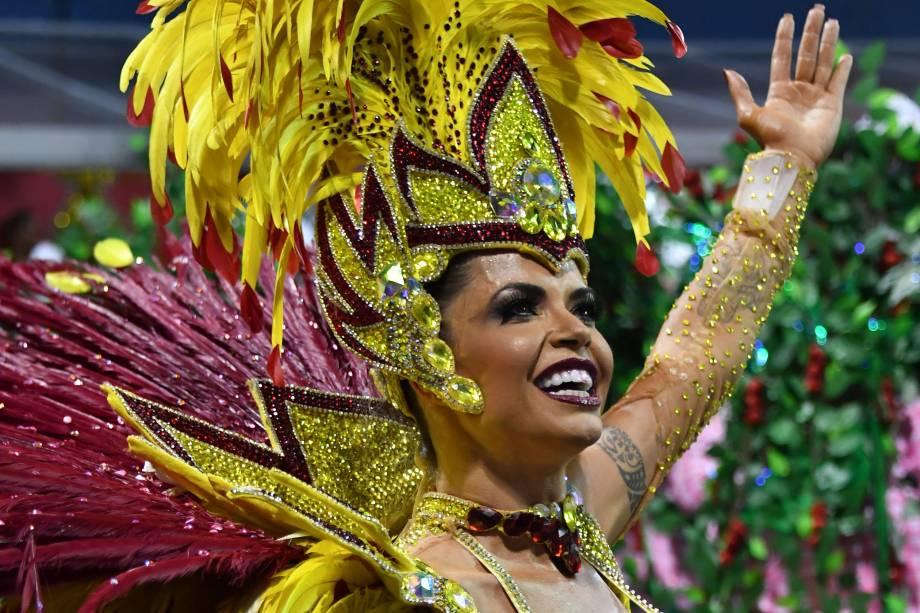 A atriz e modelo Cacau Colucci, musa da escola de samba Dragoes da Real, durante a segunda noite de carnaval em São Paulo, no Sambódromo do Anhembi - 11/02/2018