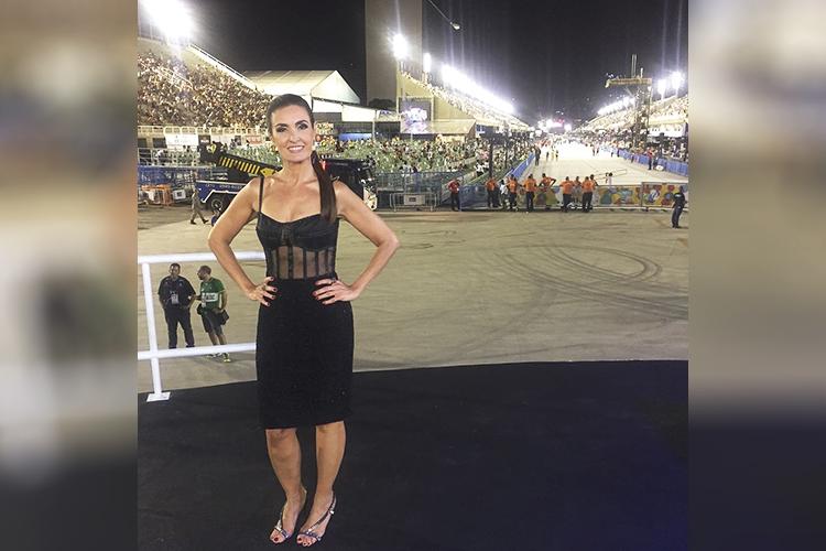 Fátima Bernardes posta nas redes sociais o look usado para a transmissão do Carnaval