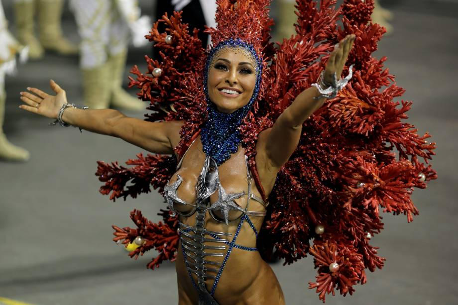 Sabrina Sato, madrinha de bateria da escola de samba Gaviões da Fiel, durante a segunda noite de carnaval em São Paulo, no Sambódromo do Anhembi - 11/02/2018