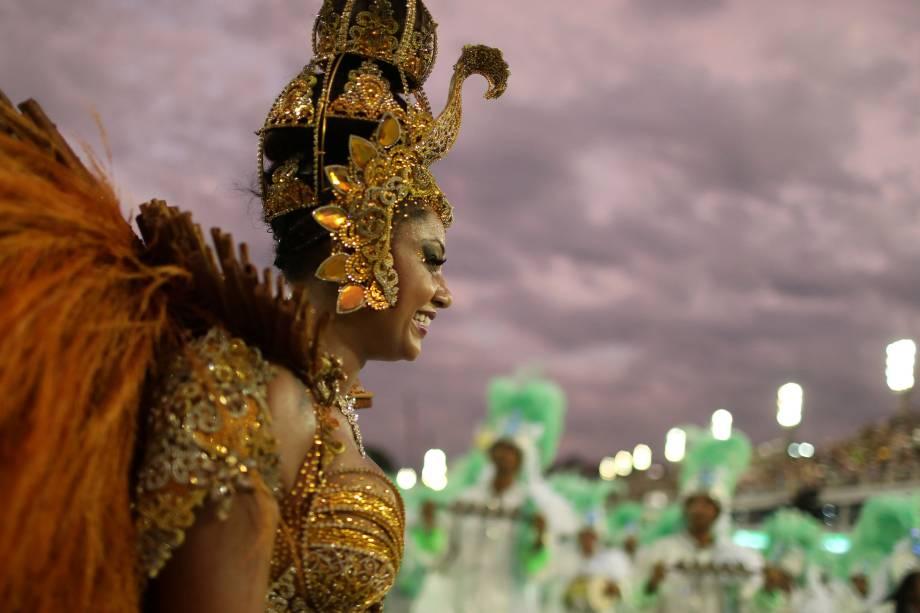 Camila Silva, rainha de bateria da Mocidade  Independente de Padre Miguel durante desfile da escola que fechou a primeira noite do Carnaval na Sapucaí - 12/02/2018