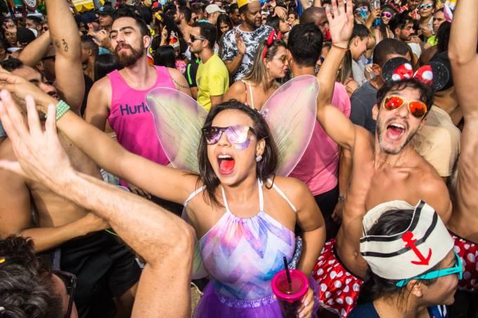Paulistanos lotam as ruas da região de Pinheiros no bloco Gambiarra, no pré-carnaval de São Paulo