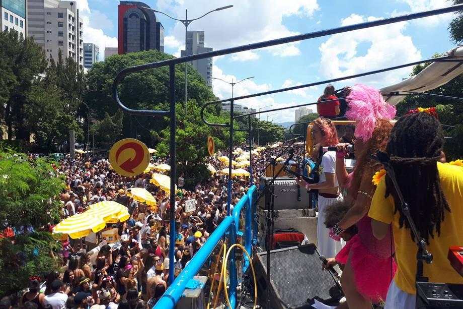 Pela primeira vez, a Avenida 23 de Maio é palco do carnaval de rua paulistano, o bloco Domingo Ela Não Vai desfila por lá nesta tarde - 11/02/2018