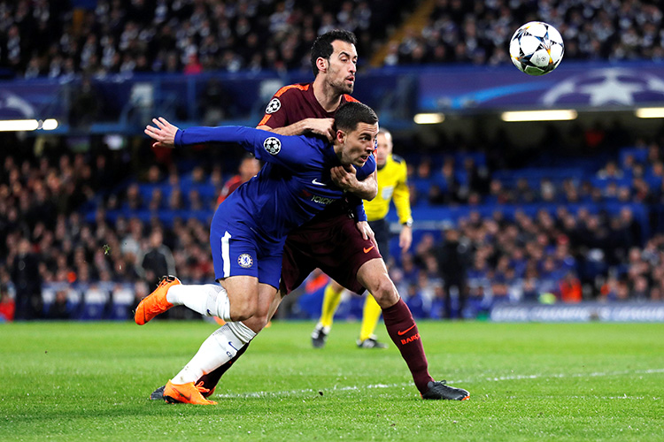 Soccer Football - Champions League Round of 16 First Leg - Chelsea vs FC Barcelona - Stamford Bridge, London, Britain - February 20, 2018   Chelsea's Eden Hazard in action with Barcelona's Sergio Busquets    REUTERS/Eddie Keogh