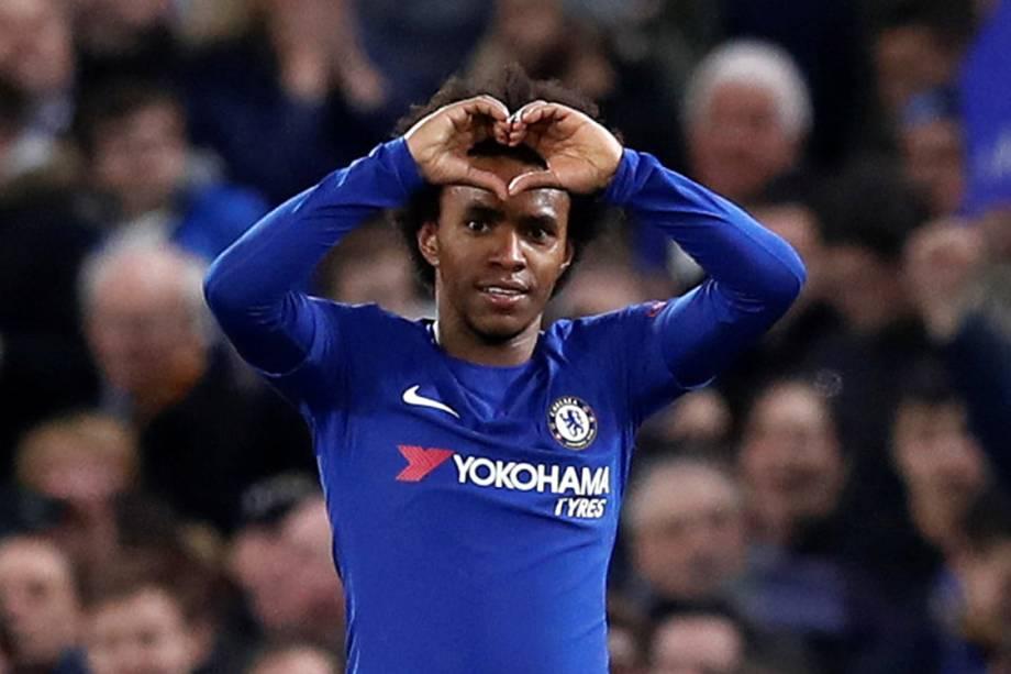 Willian, do Chelsea, comemora após marcar gol contra o Barcelona, pela Liga dos Campeões, em Londres