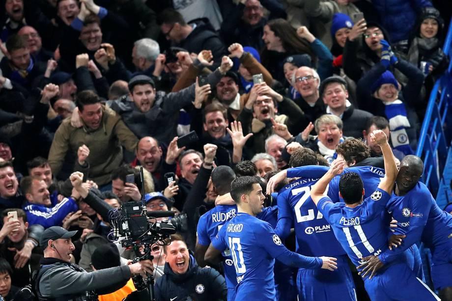 Jogadores do Chelsea comemoram gol contra o Barcleona