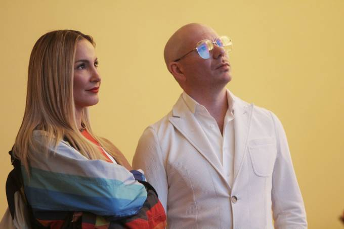 Claudia Leite e Pitbull