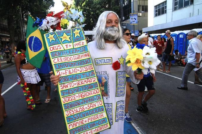 Folião no desfile do bloco Cordão da Bola Preta, no Centro do Rio de Janeiro – 10-02-2018