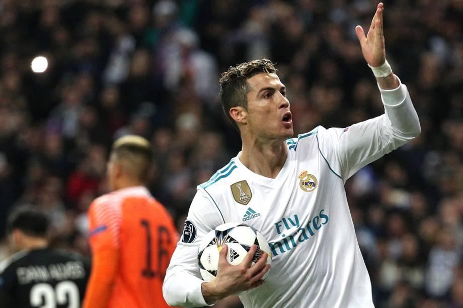 Cristiano Ronaldo, do Real Madrid, comemora após marcar de pênalti o gol de empate contra o PSG