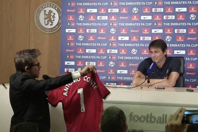 Camisa do Manchester United com o nome de Antonio Conte