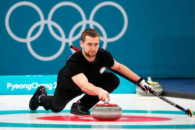 O atleta russo Alexander Krushelnitsky, durante partida de curling, nos Jogos Olímpicos de Inverno em Pyeongchang, na Coreia do Sul - 13/02/2018