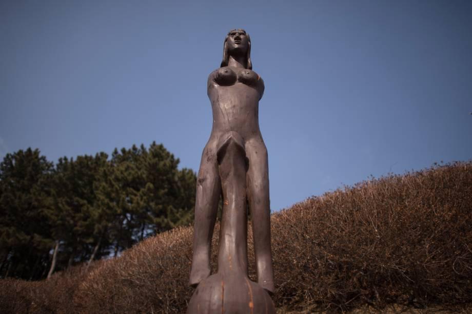 Estátua exibidas no Haesindang 'penis park' em Samcheok, na Coreia do Sul