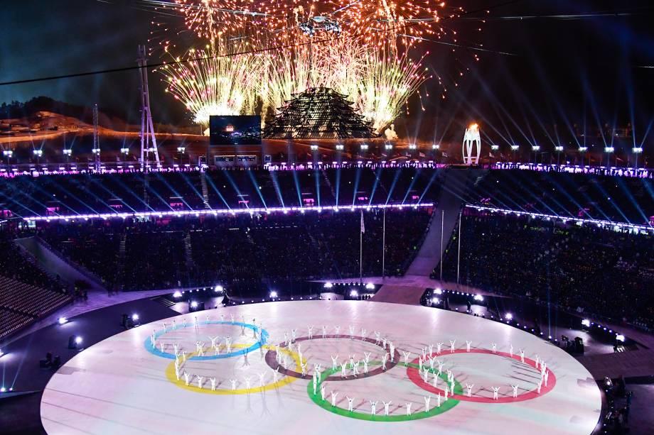 Fogos de artifício iluminam o céu de Pyeongchang durante a cerimônia de encerramento dos Jogos Olímpicos de Inverno - 25/02/2018