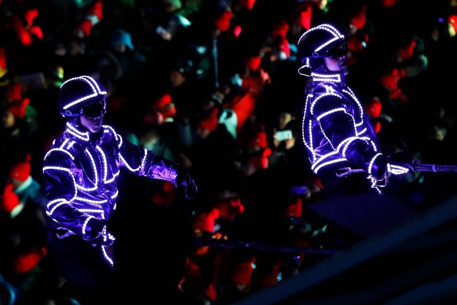 Artistas realizam performance durante a cerimônia de encerramento dos Jogos Olímpicos de Inverno, em Pyeongchang, na Coreia do Sul - 25/02/2018
