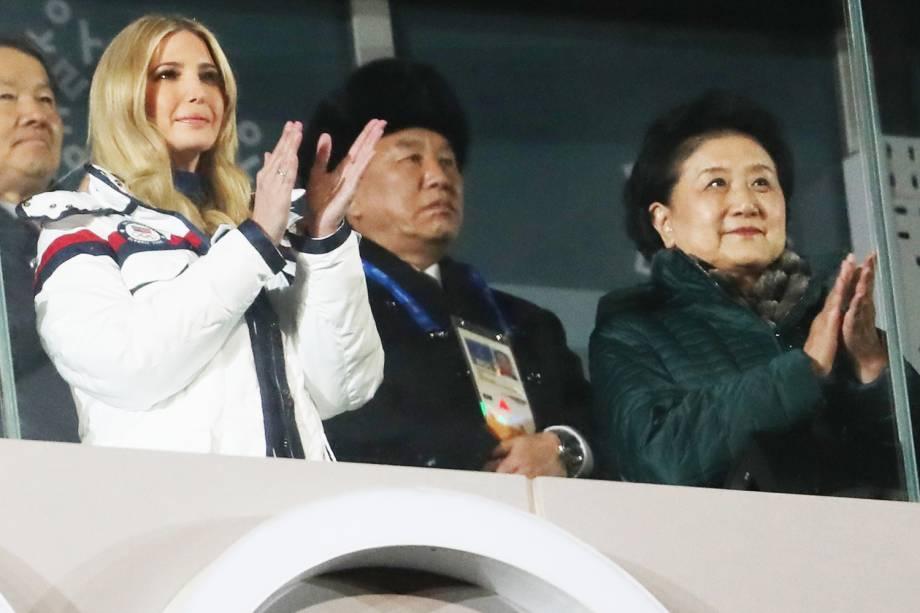 A filha do presidente americano Donald Trump, Ivanka Trump (esq), durante a cerimônia de encerramento dos Jogos Olímpicos de Inverno, em Pyeongchang, na Coreia do Sul - 25/02/2018