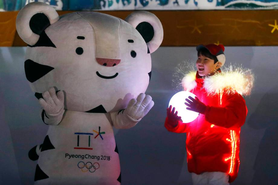 Voluntários participam da cerimônia de encerramento dos Jogos Olímpicos de Inverno, em Pyeongchang, na Coreia do Sul - 25/02/2018