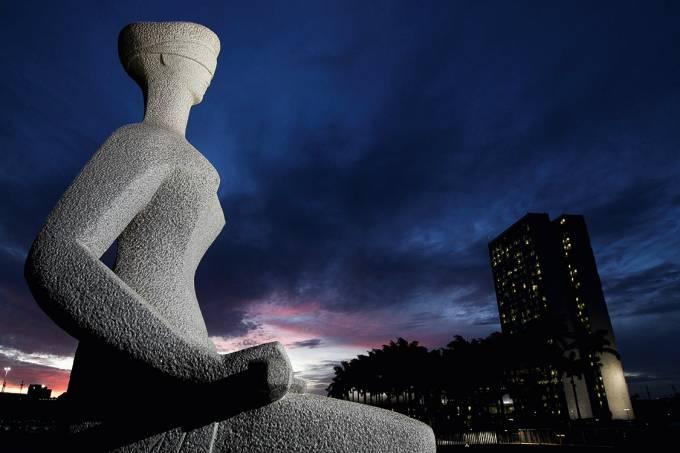 Símbolo – A estátua da Justiça, em Brasília: o auxílio-moradia está em todos os poderes, sobretudo no Judiciário