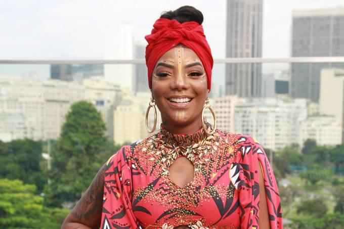 A cantora Ludmilla se prepara para comandar o bloco Fervo da Lud, no Rio