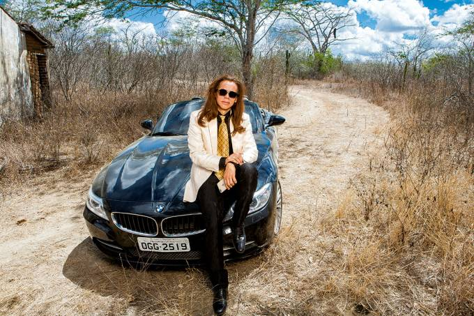 Saída à francesa – Capitulino com seu BMW, em meio à seca do agreste: ele fatura alto e reverteu um escândalo em lance publicitário