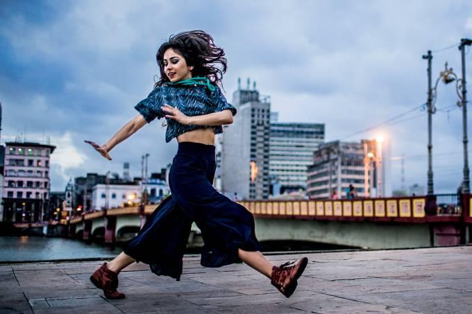 """Para os tempos atuais – A cantora — e também dançarina — Flaira Ferro: ela quer um frevo """"sem nostalgia"""", que não fale só de Carnaval"""