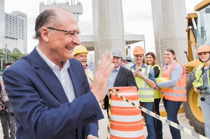 O governador de São Paulo, Geraldo Alckmin, visita as obras do Monotrilho