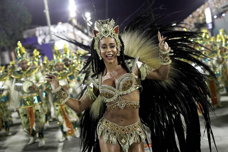 A rainha de bateria da Imperatriz Leopoldinense. Flavia Lyra desfila no segundo dia do Grupo Especial do Rio