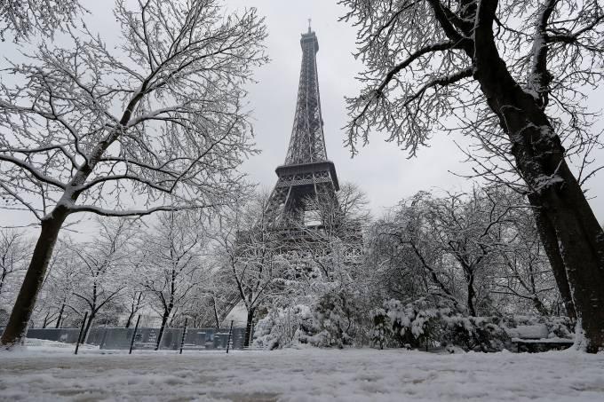 Inverno rigoroso provoca nevasca em Paris