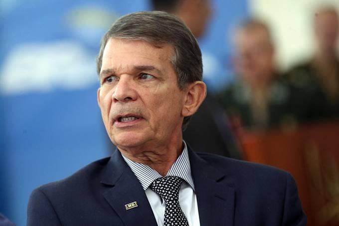 O ministro interino da Defesa, general Joaquim Silva e Luna