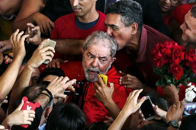 """Em breve, inelegível – Aplicada a Lei da Ficha Limpa, sobrará a Lula a dura missão de transferir votos a um novo """"poste"""""""