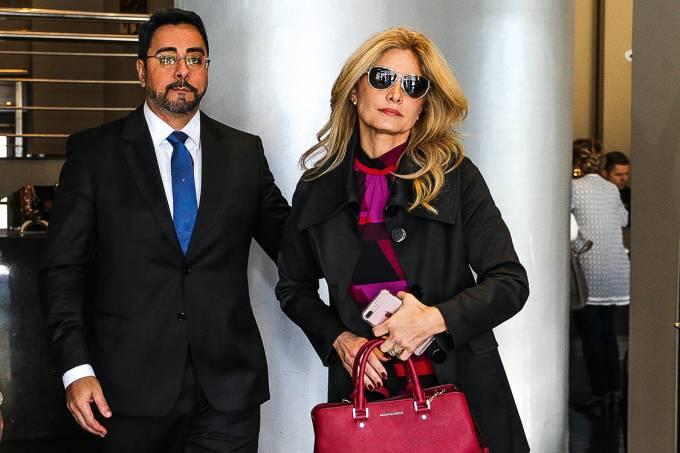 Dentro da lei – Bretas com a mulher, a também juíza Simone: benefício legal — mas que atropela o bom-senso