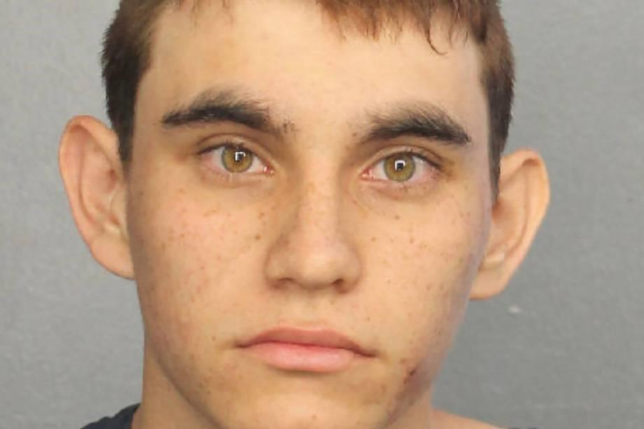 Nikolas Cruz preso após invadir a escola Parkland e abrir fogo deixando 17 pessoas mortas na Flórida