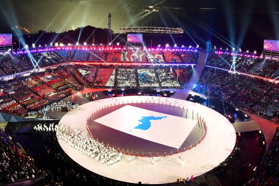 Vista aérea do estádio Pyeongchang durante a abertura dos Jogos Olímpicos de Inverno, no momento em que a Coreia entra com a bandeira unificada - 09/02/2018