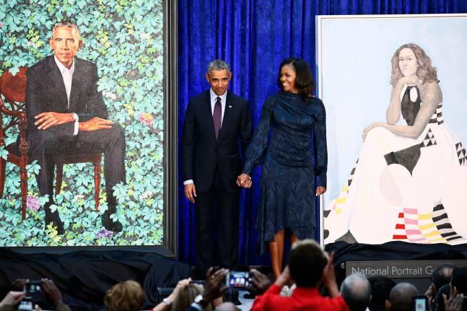 Casal Obama é homenageado com retratos em Washington
