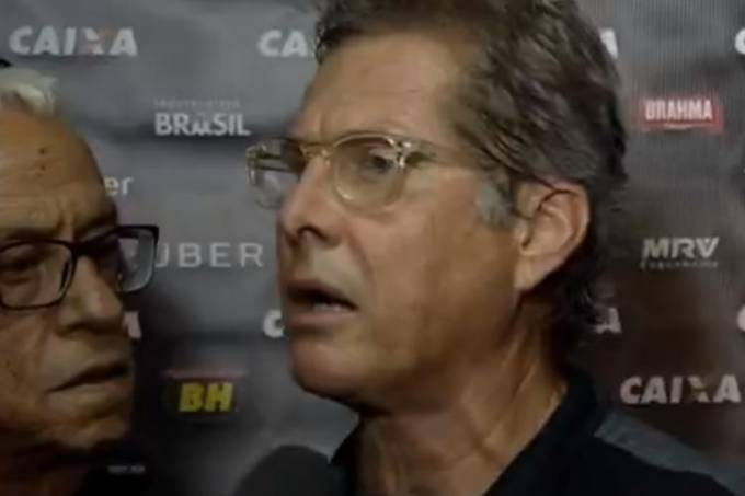 Oswaldo de Oliveira parte para cima do repórter Léo Gomide