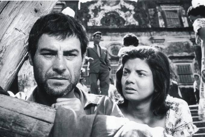 Leonardo Villar e Glória Menezes no filme 'O Pagador de Promessas', de 1962