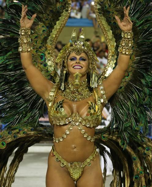 Rainha de bateria do Salgueiro, Viviane Araujo é vista durante o desfile na Sapucaí - 13/02/2018