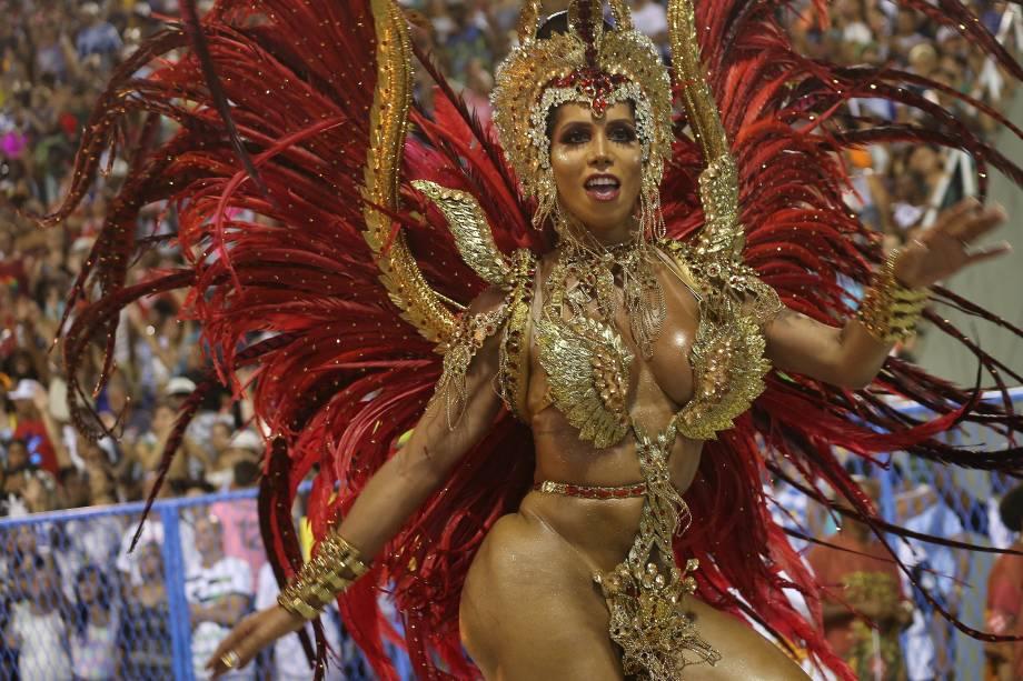 Kamilla Carvalho, musa do Salgueiro durante o desfile na Sapucaí - 13/02/2018