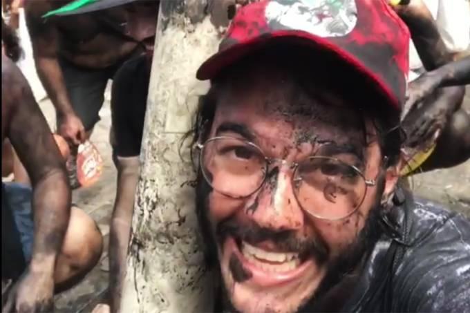 Túlio Gadêlha, namorado da apresentadora Fátima Bernardes, se diverte no bloco 'Pré- Sal', em Olinda