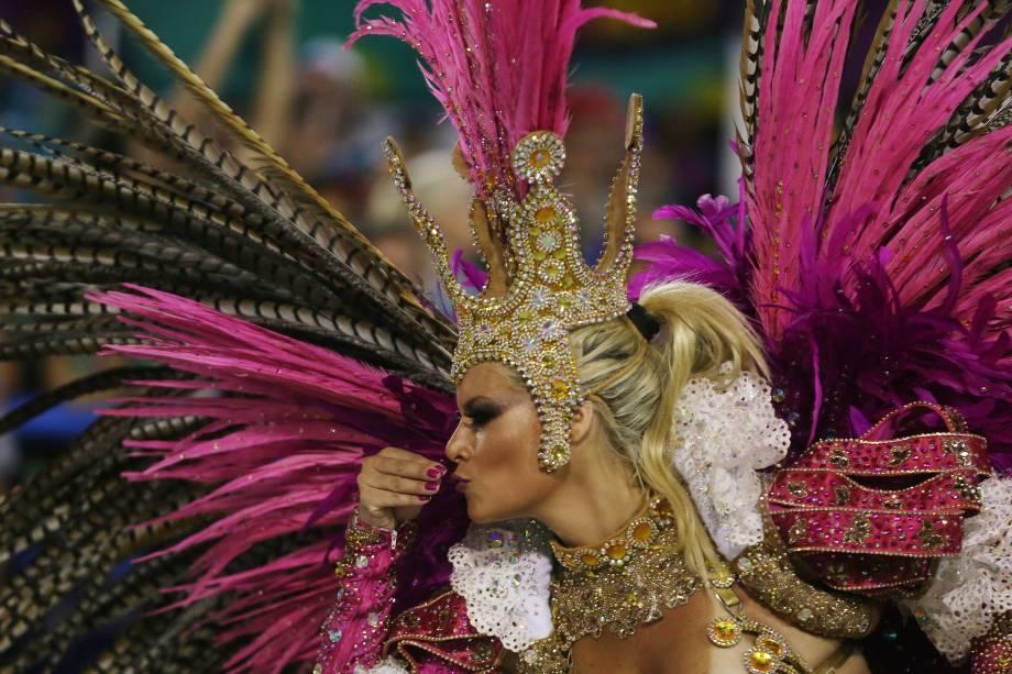 Com a temática da culinária brasileira, a União da Ilha homenageia as comidas tradicionais do país, criadas a partir da miscigenação da população brasileira no samba-enredo Brasil Bom de Boca