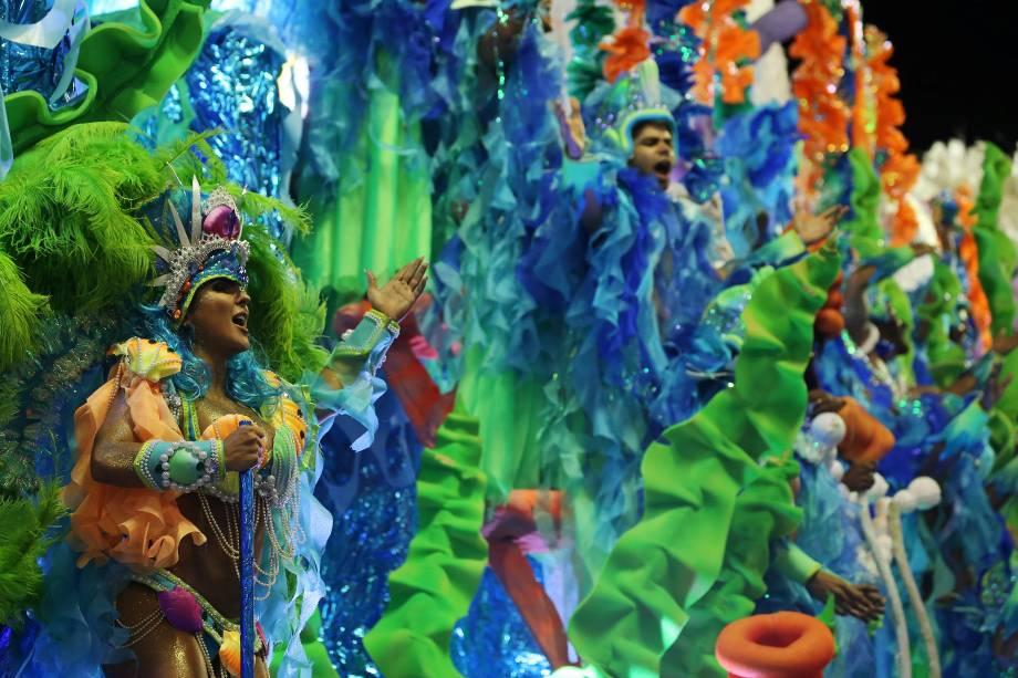 Integrantes da escola de samba Unidos da Tijuca durante o desfile do Grupo Especial, na Marques de Sapucaí, Rio de Janeiro - 12/02/2018