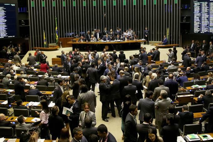 Plenário da Câmara dos Deputados durante sessão para votação da intervenção federal na segurança pública do Rio de Janeiro, em Brasília