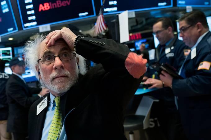 Corretor mostra preocupação após queda na Bolsa de Nova York